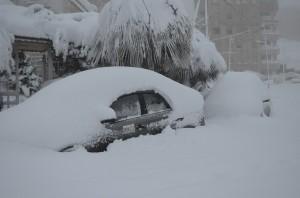 131226 ①雪に埋もれたJENの車