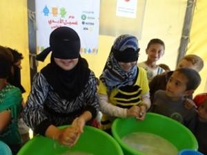 141030 ②手を洗う女の子たち