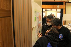 グループで台風19号の被災箇所を地図に書き込みました。